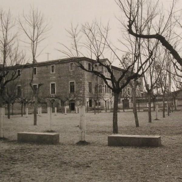 Patio del Hospicio de Girona (años cuarenta)