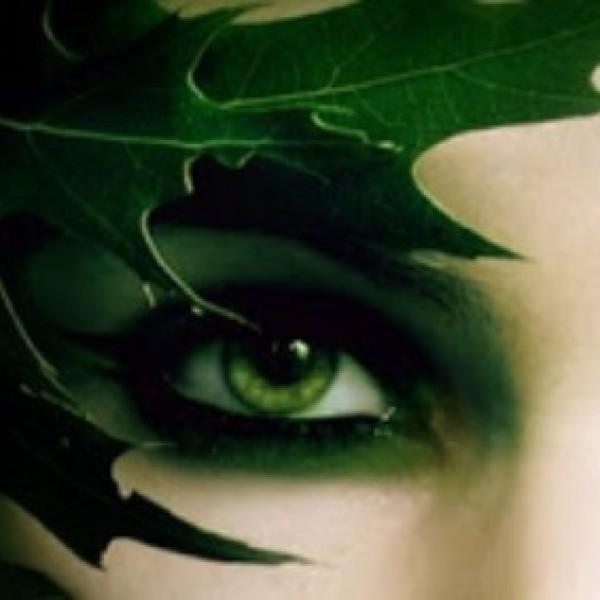 ojos verdes, peligro, intriga