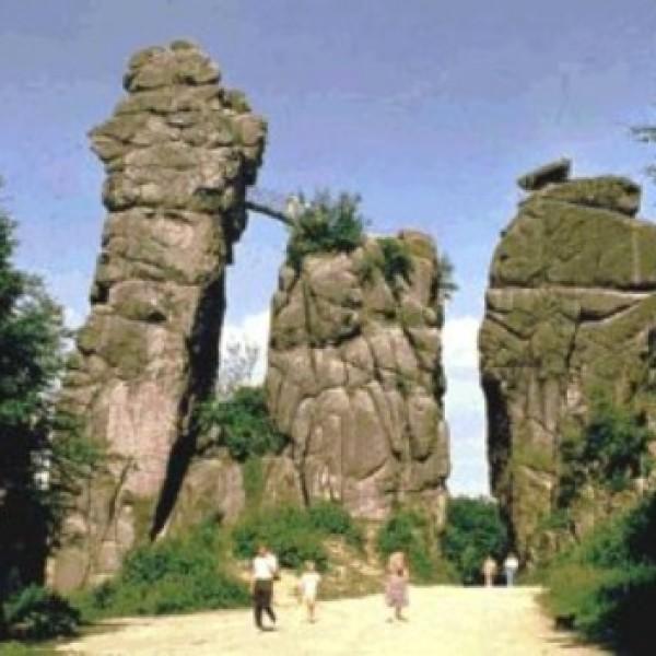Impresionante formación geológica de piedra arenisca situada en Westfalia, cerca de Horn-Bad Meinberg que fue un lugar de culto durante el Tercer Reich.