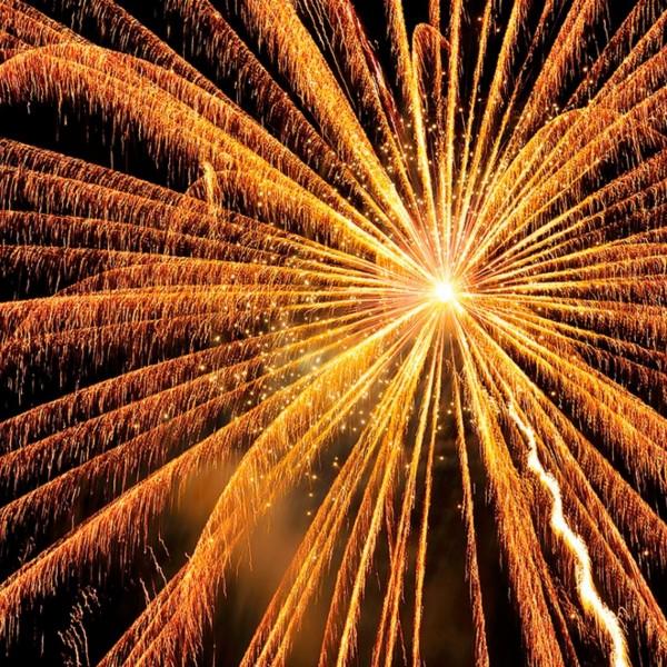 Fotografía nocturna de fuegos artificiales. 2