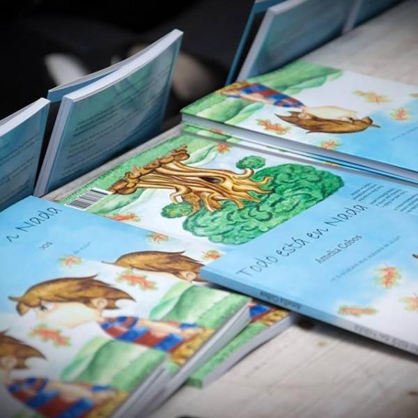 Imagen correspondiente a la presentación del libro Todo está en Nada de Amelia Cobos.