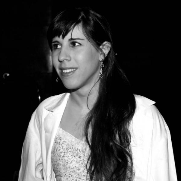 Cristina Guerrero, autora de la Saga Athenya