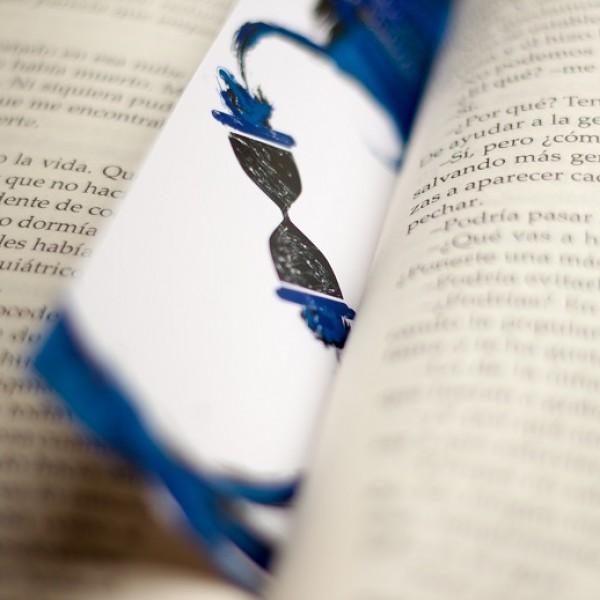Marcapáginas de El Retroceso entre sus páginas