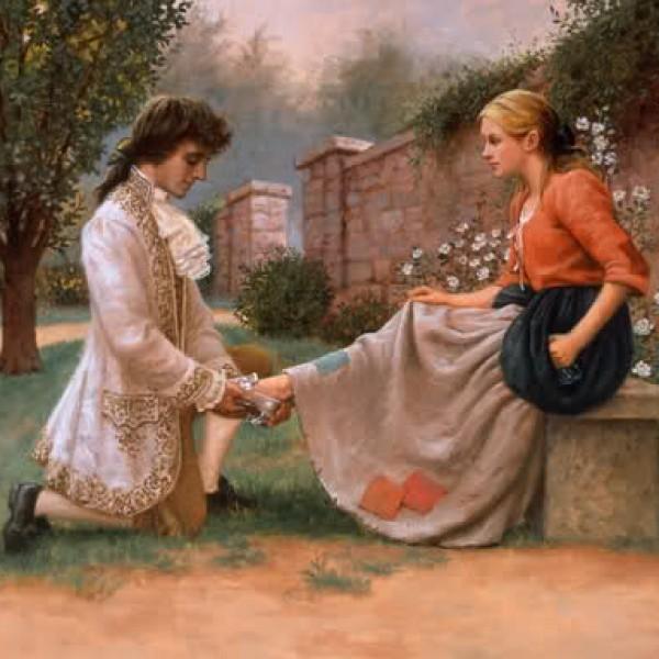 El amado pone la zapatilla a su Cenicienta en un jardín ornamental.