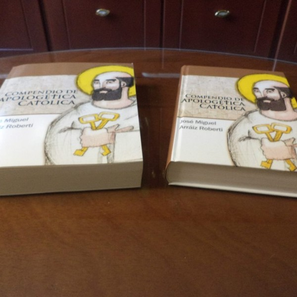 Ediciones tapa dura y tapa blanda del Compendio de Apologética Católica