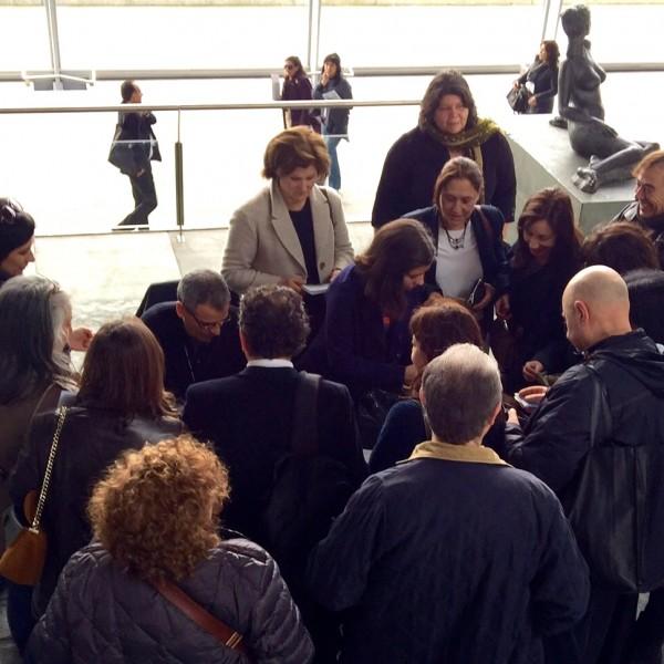 Firmas en la presentación en el Auditorio Mar de Vigo