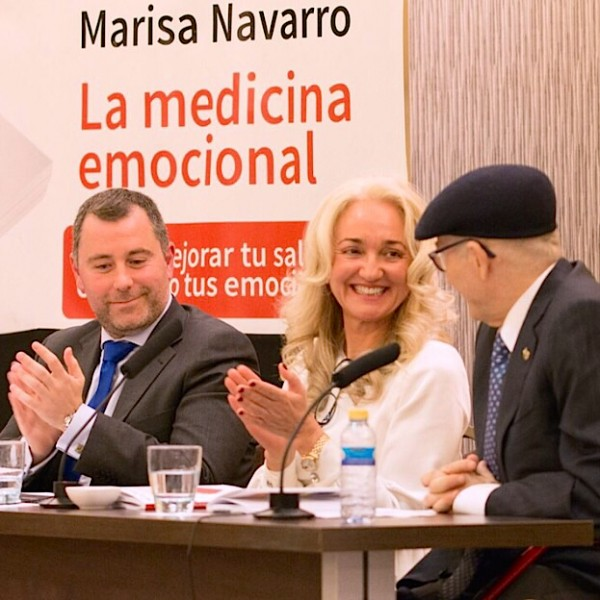 La autora Marisa Navarro junto a Bernabé Tierno en Alicante.