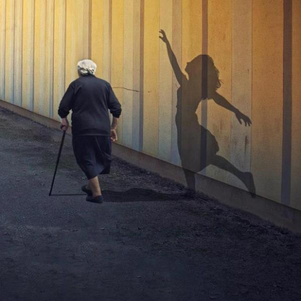 Mujer mayor ilusión