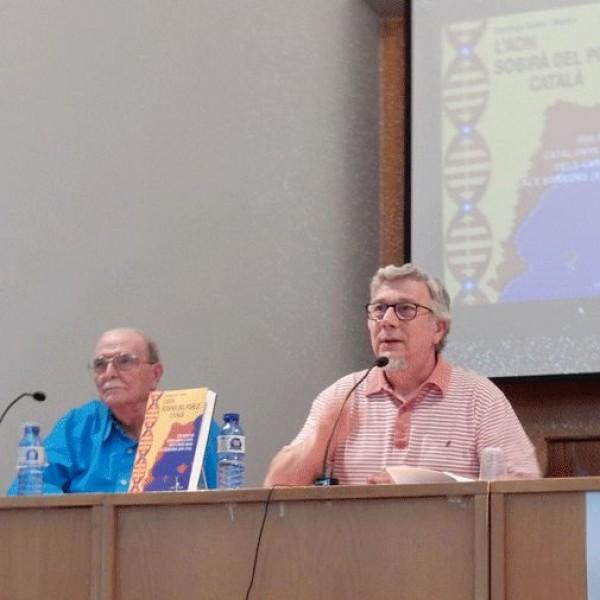 Presentació el 28/05/15 del llibre de Santiago Suñol i Molina a la Biblioteca Pública de Lleida acompanyat del Director de Serveis Territorials a Lleida del Departament de Cultura, Josep Borrell.
