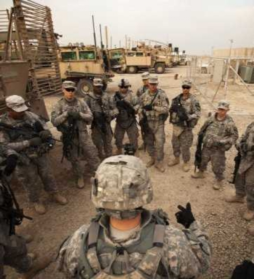Las tropas estadounidenses realizaban patrullas durante la ocupación de Irak. En el transcurso de una de estas patrullas, el personaje de Andrew se hará con el manuscrito que recoge la leyenda del Ángel Blanco