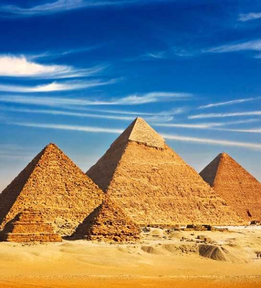 las pirámides de Guinza, Elemento central de la novela
