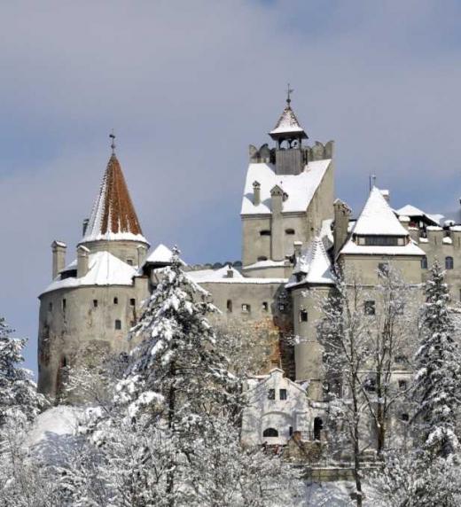 Un castillo con fantasmas entre la nieve y aislado de la civilización es el escenario de las pesquisas del profesor Lippershey descritas en este ebook de misterio