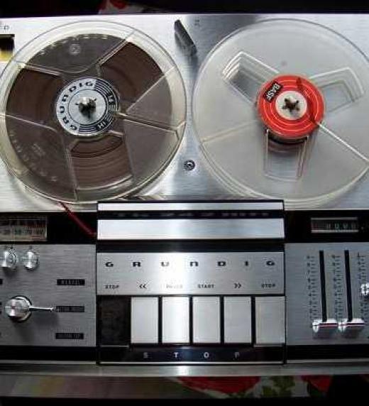 Magnetofón para grabar psicofonías, método de investigación para el estudio de fantasmas similar al utilizado por los investigadores del ebook Domus Diaboli