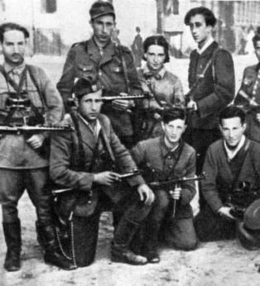 Foto en la que aparecen varios miembros de Nakam, el grupo judío que intentó vengar el Holocausto cruentamente.