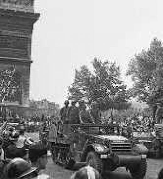 150 republicanos españoles, con Amado Granell a la cabeza, montados en tanques con nombres como Guadalajara, Guernica o Teruel, entraron en París como vanguardia del ejercito aliado.