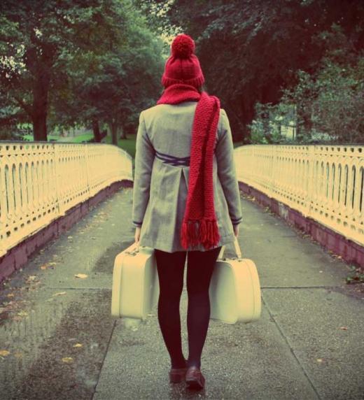 Tratando de dejar un mal momento de su vida atrás, Elena decide marcharse y reencontrarse a sí misma.