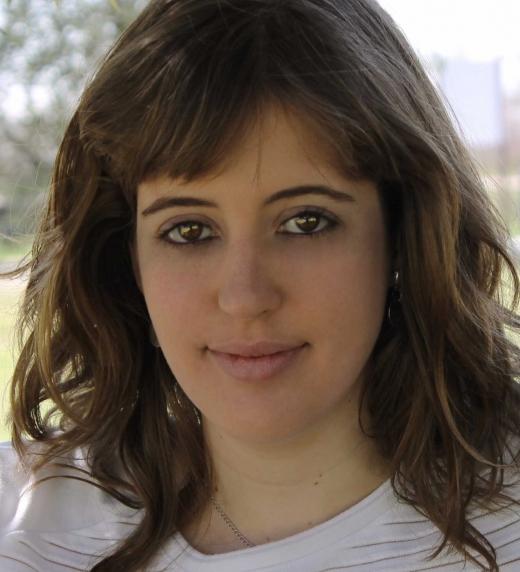 Paula de Vera, escritora madrileña de fantasía y veterinaria, nacida en Madrid en 1990.
