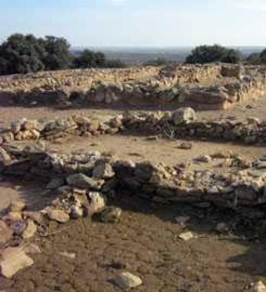Yacimiento de Tartessos en Tejada la Vieja (Escacena del Campo, Huelva). Ciudad habitada entre el siglo VIII y el IV en un lugar estratégico, junto a las minas de Río Tinto, y no lejos del lago Ligustino (desembocadura del Guadalquivir).