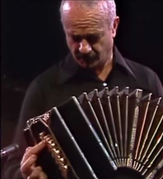 Piazzolla y su bandoneón