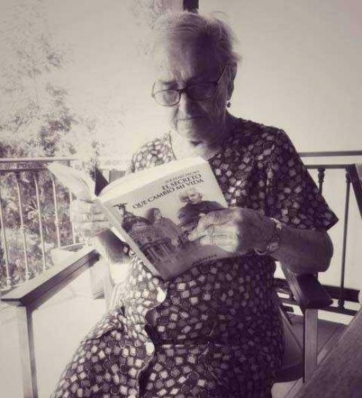 Una de las lectoras que más cariño tiene la escritora Soledad Palao. Mariana, 92 años. Empezó tu libro el sábado, ya casi lo está terminando. Quiere que te diga que le está gustando mucho, que se parte de risa, que está muy interesante