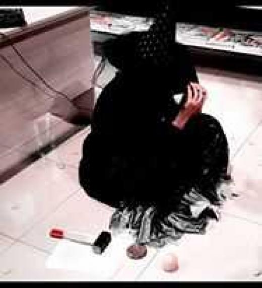 Fotografía de Alejandro Hermosilla presentando  Bruja en librería La Montaña Mágica. Cartagena.