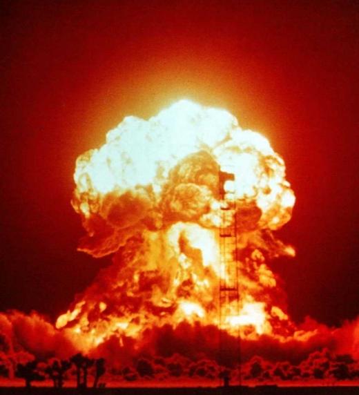 Explosión nuclear realizada en el sitio de pruebas de Nevada el 18 de abril de 1953 como prueba