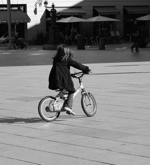 Niñas solas e inocentes como ésta de Barcelona pueden acabar siendo objeto de violencia doméstica