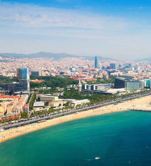 Barcelona se convierte en una ciudad misteriosa llena de rincones insospechados para la seducción de la mano de los dos amigos Teo y Gera, protagonistas de esta novela.