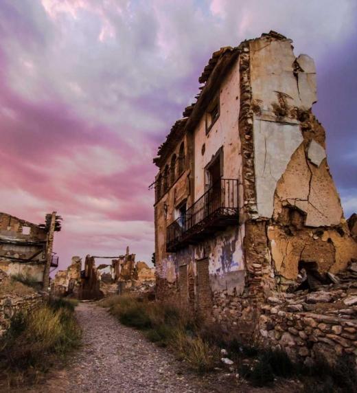 Les ruïnes de Belchite són un testimoniatge dels horrors de la Guerra Civil. Diversos episodis d