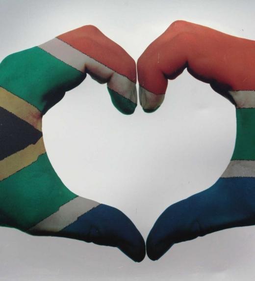 Bandera de Sudàfrica pintada en manos.