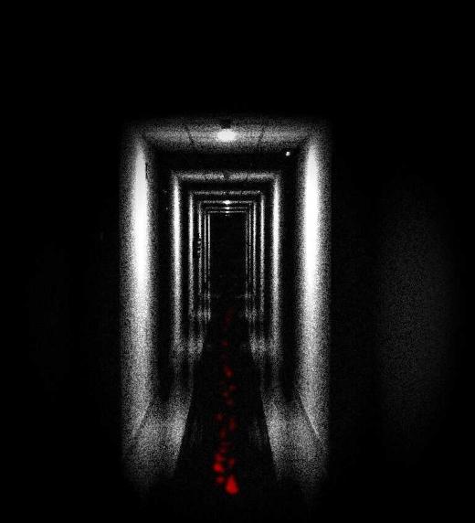 Rellano o pasillo oscuro donde los protagonistas se enfrentan a sus respectivos destinos