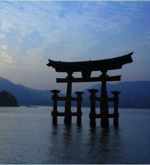 Las técnicas de venta eternas del saber Samurái.  El Santuario Itsukushima, cuna de uno de los protagonistas del libro que te enseñará cómo vender más y mejor.