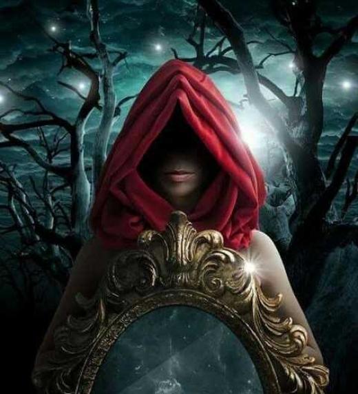 Todos los espejos guardan un don. Muchos ansían su poder.