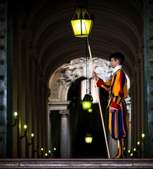 El Vaticano tendrá que activar el Círculo Octogonus para descubrir qué está haciendo que una Fuente milenaria del mal esté volviendo a actuar sobre la Tierra.
