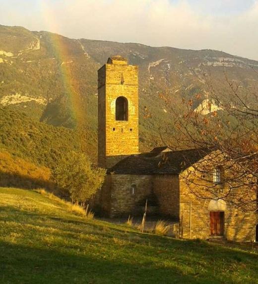 Al fondo quedaba la iglesia del pueblo...
