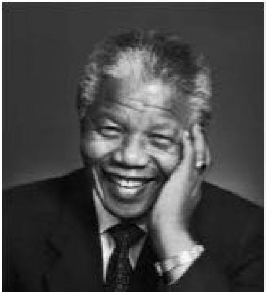 Nelson Rolihlahla Mandela fue un abogado, activista contra el apartheid, político y filántropo sudafricano que actuó como presidente de su país de 1994 a 1999. Wikipedia