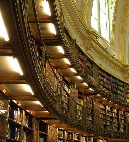 Las bibliotecas constituyen un tema destacado del libro Un lector agradecido.