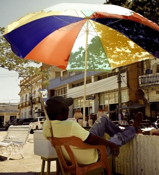 """Segundo cuento del libro, """"Después de Macondo"""". Foto en la plaza de Larico, Colombia."""