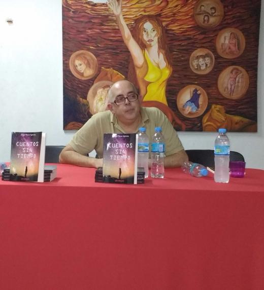 El 8 de abril de 2017 se presentó CUENTOS SIN TIEMPO en la sede Cultural Alberto Olmedo de Ciudadela partido de Tres de Febrero. Buenos Aires. Argentina. Aquí el autor cerrando el evento.