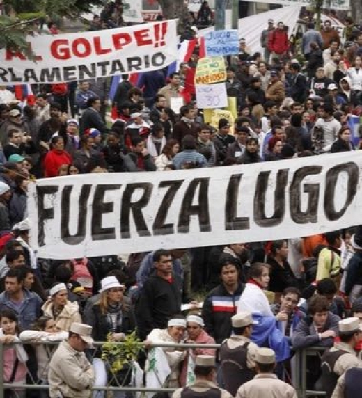 Manifestación contra la destitución del presidente Fernando Lugo