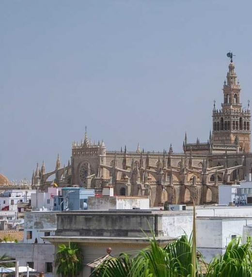 La novela El Rostro en el Laúd tiene lugar en Sevilla.
