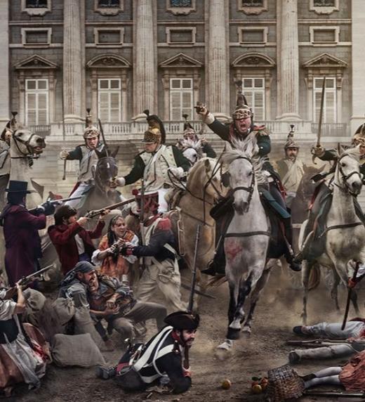 Los coraceros atacan al pueblo de Madrid frente a Palacio durante los sucesos del Dos de Mayo en Madrid. Impresionante obra del fotógrafo Jordi Bru.
