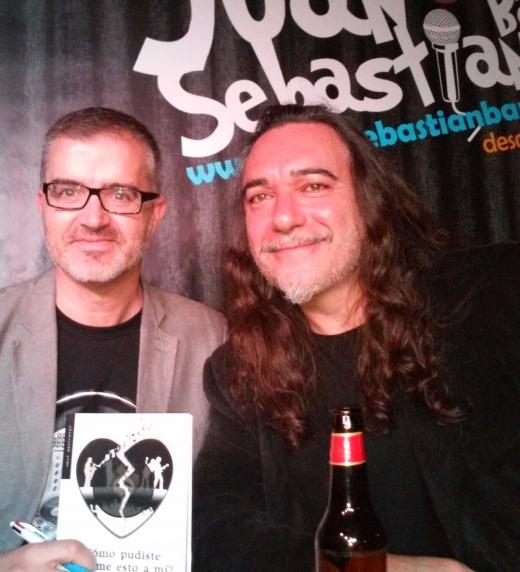 En la presentación que hicimos en Zaragoza en el Juan Sebastián Bar con Oskar Díaz, guitarrista del grupo zaragozano Las Novias, que aparece en la novela.