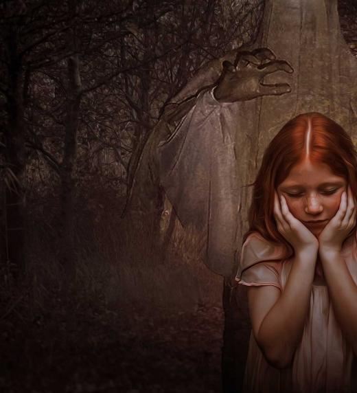 La hija de Pedro, Pili, es la primera que ve a los espíritus en forma de siluetas desgarradoras.