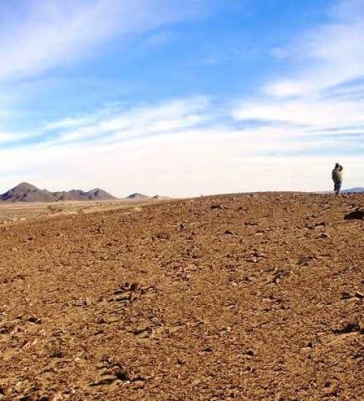 """En la región del Tiris, enclavada en pleno desierto del Sahara, compuse el poemario """"El beduino de la montaña de ámbar"""", incluido en el libro """"En el árbol de mis sueños"""". Un lugar para perderse y soñar con otros mundos."""