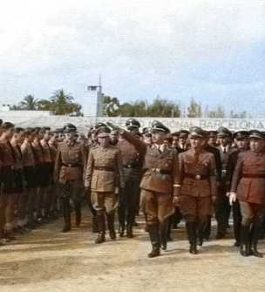 Recepción de las juventudes nazis locales y las juventudes de la Falange a Himmler, en el aeropuerto del Prat.