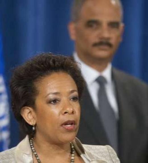 Directores del Departamento de Justicia durante presidencia de Hussein Obama. Ambos pueden ser procesados por actuaciones ilegales.