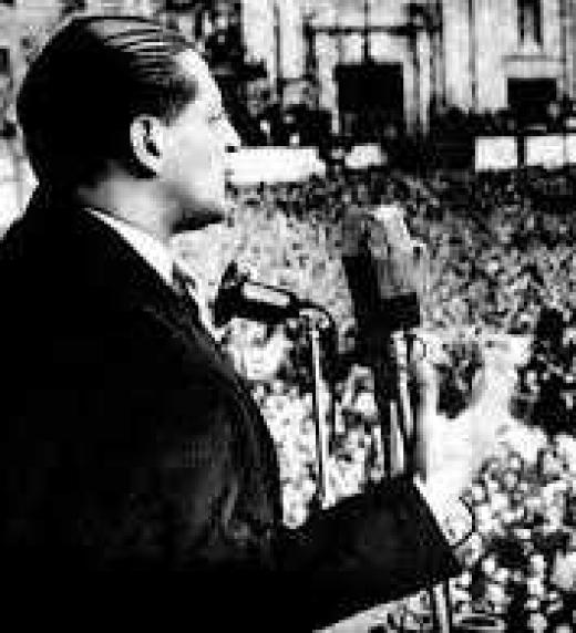 Jorge Eliécer Gaitán durante un discurso en 1947