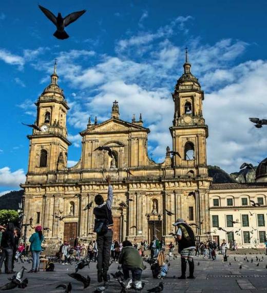 Catedral Primada en plaza Bolívar. Bogotá, Colombia.
