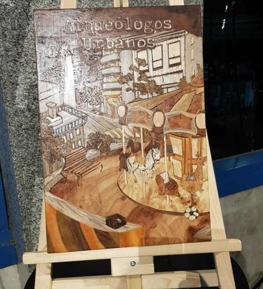 Esta obra fue obsequiada por el artista el día de la presentación de la novela a su autor.